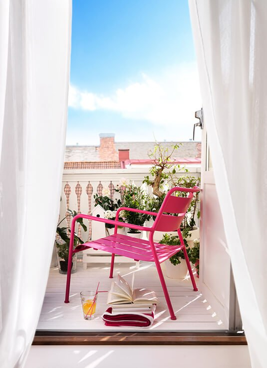 Ideas para decorar terrazas y balcones pequeños con un toque de color