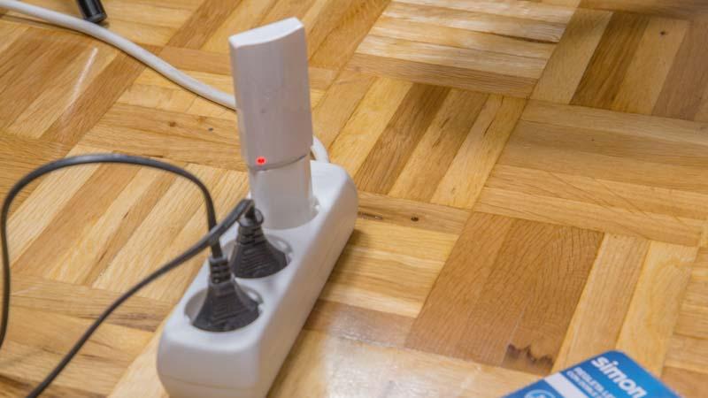 Carga de la batería de la regleta para el armario