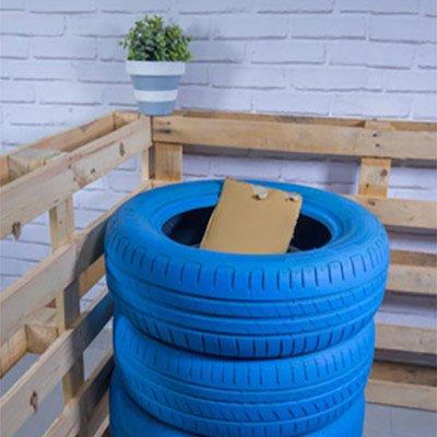 Cubo para reciclar papel con neumáticos