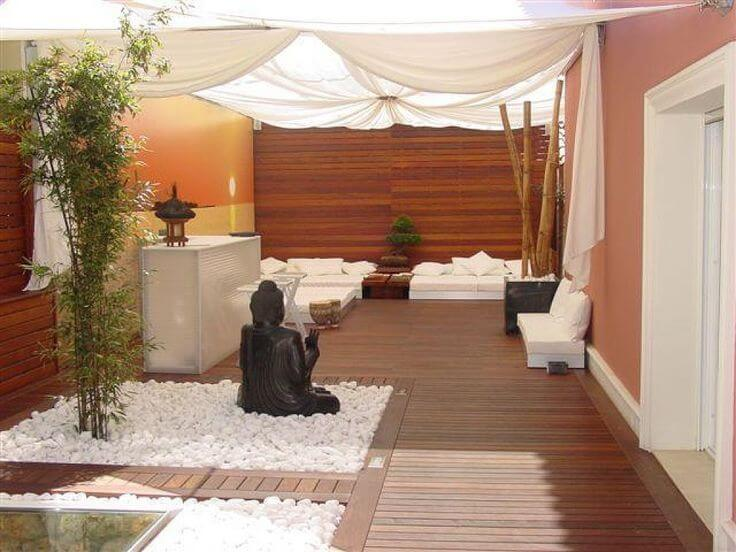 ideas para decorar terrazas y balcones chill out zen con madera y cortinas