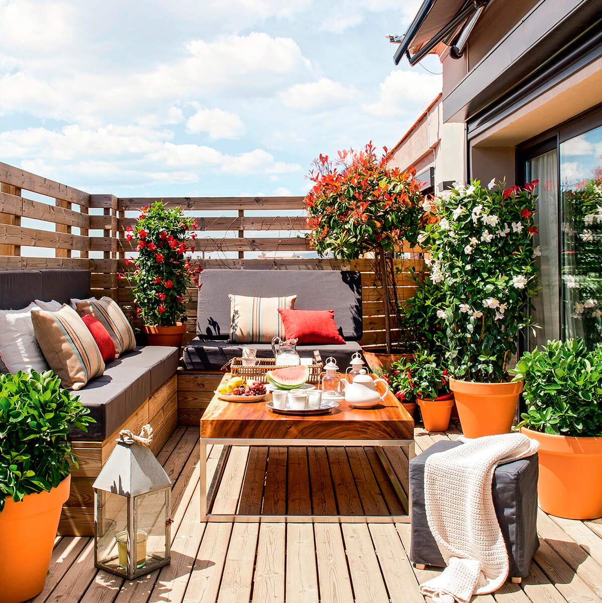 10 ideas para decorar terrazas y balcones handfie diy for Living de madera para terraza
