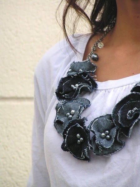 crea un collar diy con retales de vaqueros viejos