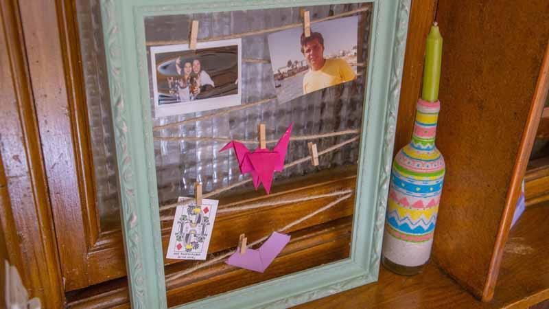 Marco para colgar fotos con cuerda y pinzas handfie diy - Marcos de fotos para colgar ...