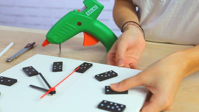 Pegado de las piezas del dominó