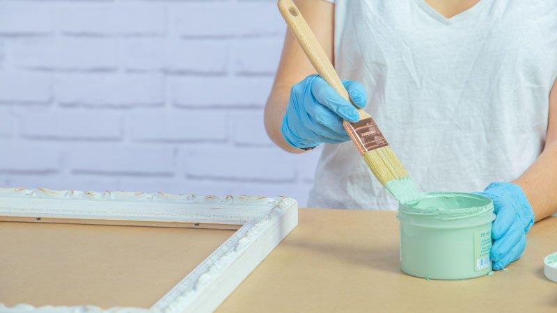 Aplicación de chalk paint con una paletina