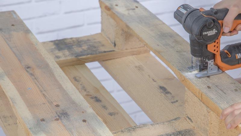 Corte del palé con sierra de calar