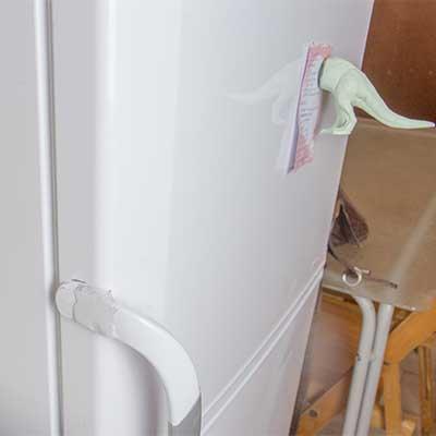 Cómo arreglar el tirador de una nevera o un congelador