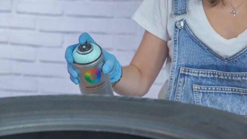 Decoración del columpio con spray