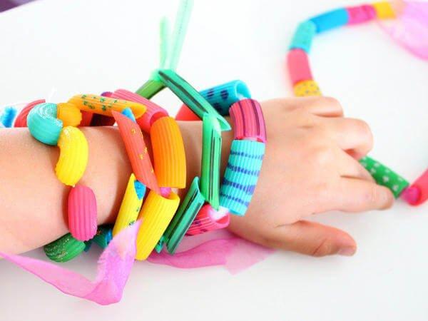 manualidades-infantiles-joyas-de-macarrones