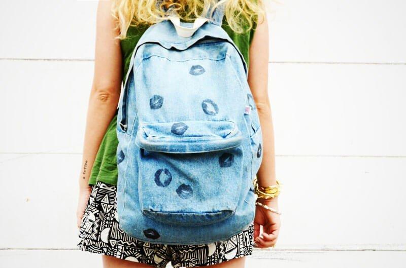 ideas-mochilas-customizadas-besos-papel-fototransfer-vaquera