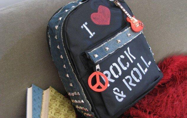 ideas-mochilas-customizadas-tela-vaquera-tachuelas-rock-and-roll