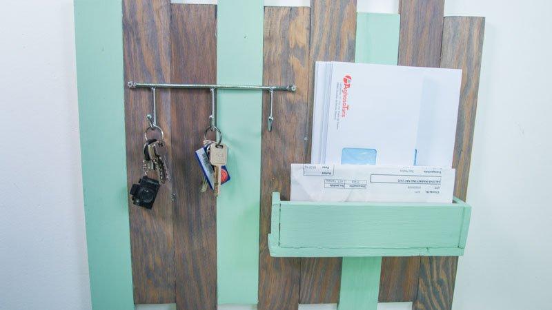 Necesitas un colgador de llaves 11 ideas diy para la for Muebles para la entrada de la casa