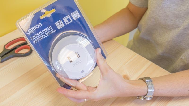 Adaptador USB con luz guía de Simon Brico