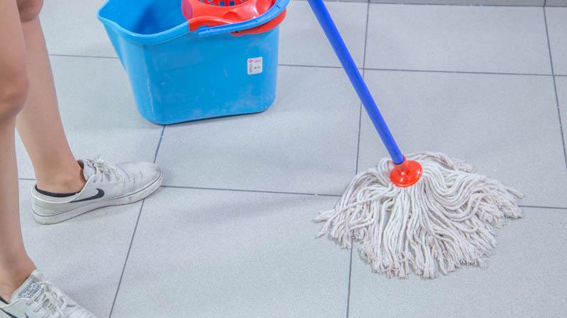 C mo limpiar manchas de pintura del suelo handfie diy - Como quitar manchas en el piso del bano ...
