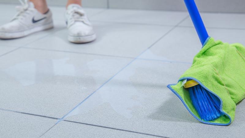 C mo limpiar el suelo bricolaje for Como quitar manchas de pintura de aceite del piso