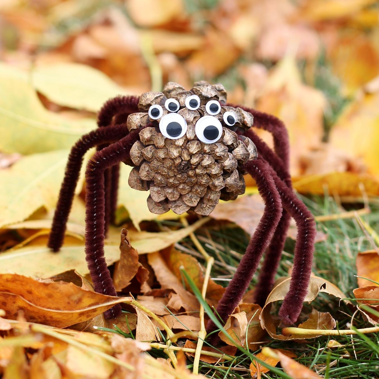 Araña DIY hecha con una piña