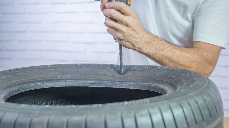 Neumático taladrando el neumático