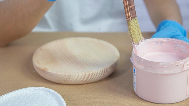 Pintado de los platos de madera