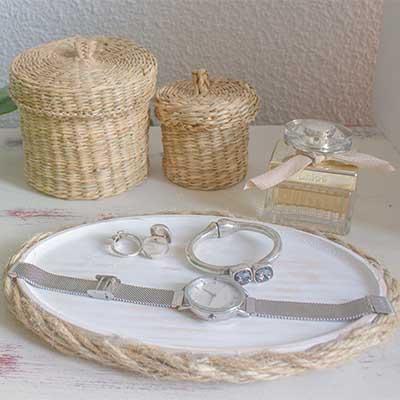 Platos de madera y cuerda
