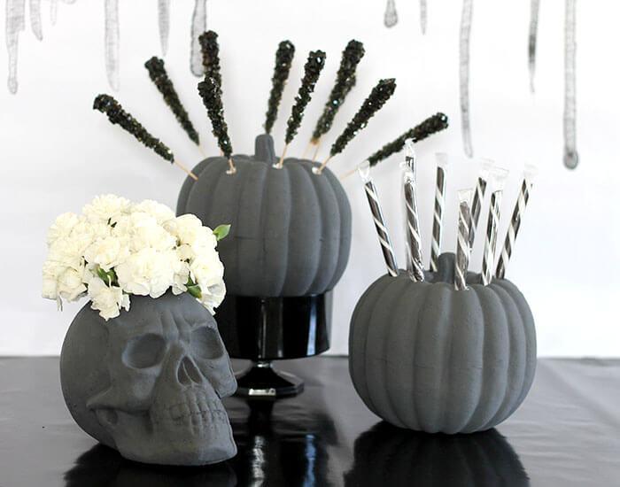 Calabazas pintadas de gris