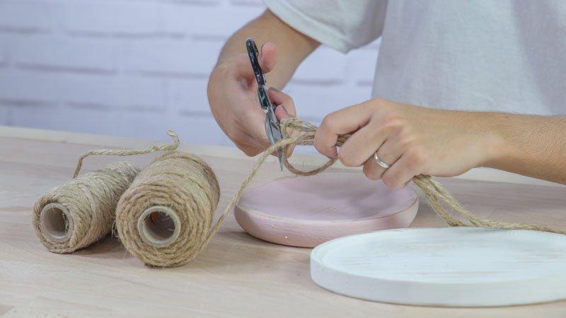 Tijeras cortando la cuerda