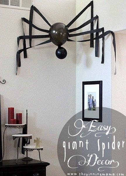 decoración fácil de araña con globos y papel