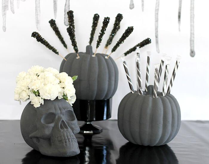 calabazas y calavera de foam decoradas para Halloween