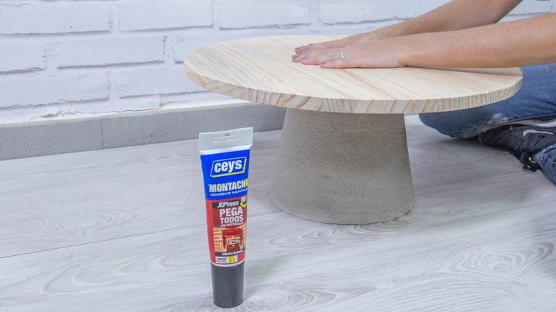 Montaje de la mesa de cemento y madera