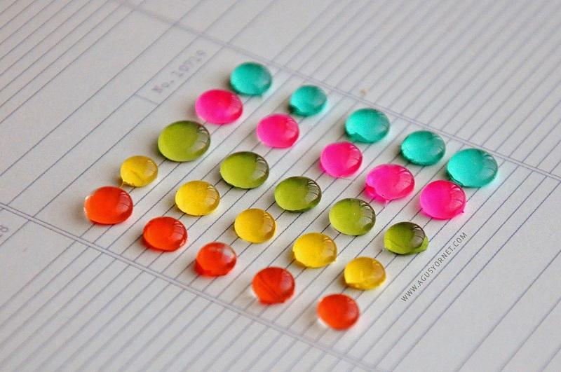 Perlas de colores hechas con silicona