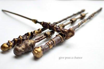 Varita hecha con cola caliente y palillos chinos