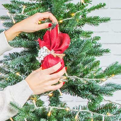 3 formas de adornar un árbol de Navidad