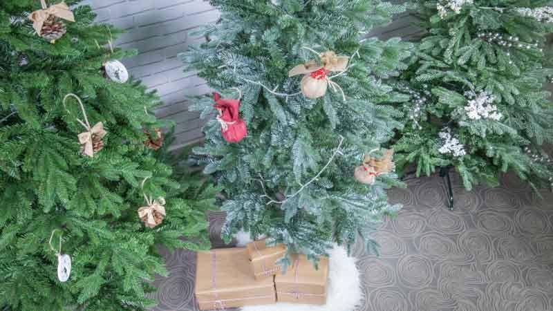 3 formas de adornar árboles de Navidad