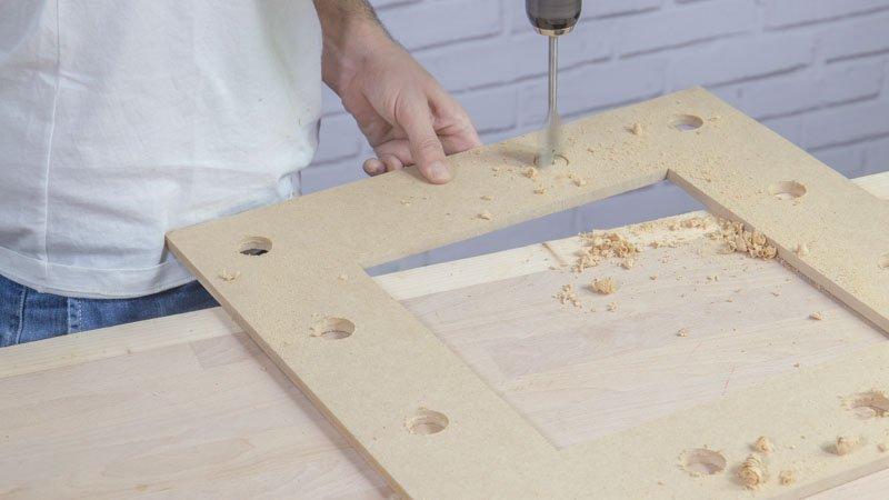 Broca de pala para hacer agujeros en un marco