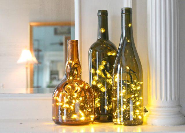 Botella de cristal con guirnalda de luces dentro