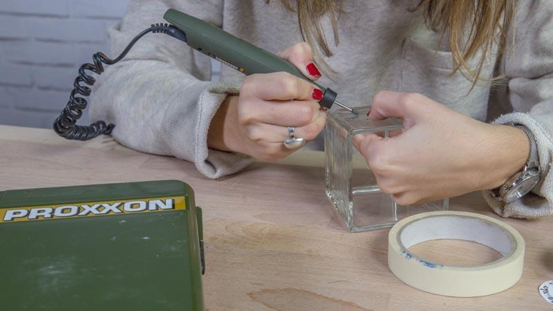 Decoración del vidrio con un grabador
