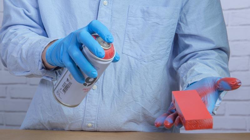 Aplicación de la pintura en spray