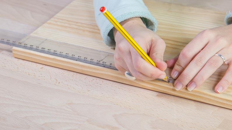 Lápiz marcando llas partes del soporte