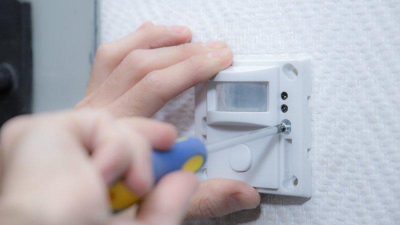 Instalación de un detector de presencia