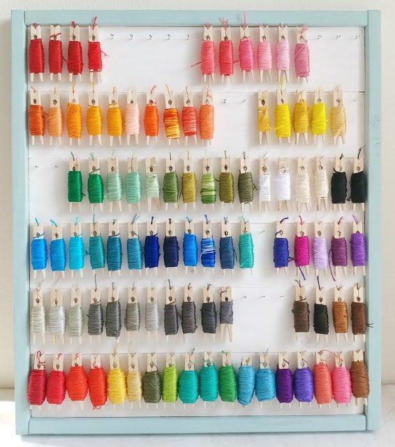 Organizador de hilos con pinzas