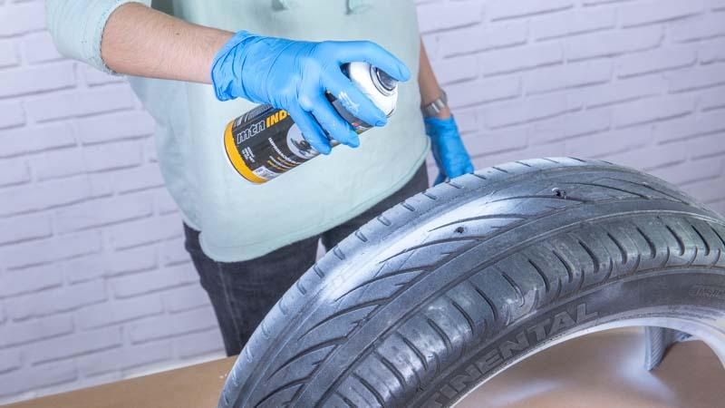 Aplicación de la imprimación sobre el neumático