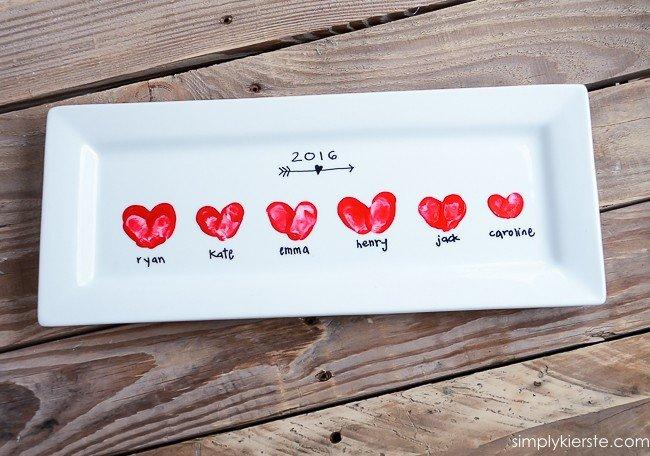 Plato decorado con corazones