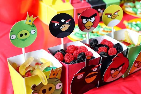 Cajas de golosinas con decoración de angry birds