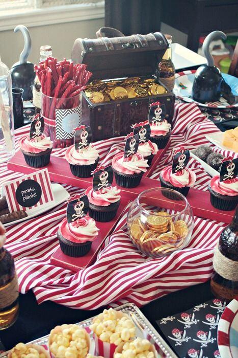 Mesa de cumpleaños temáticos de piratas