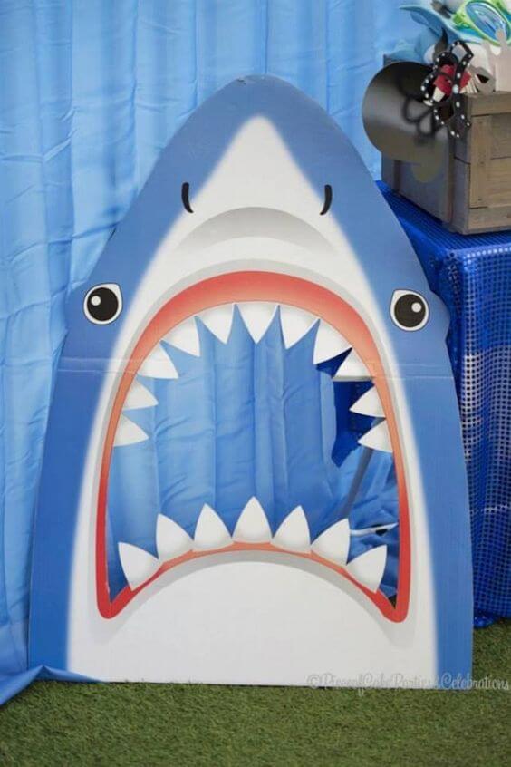 Photocall de tiburón para decorar cumpleaños