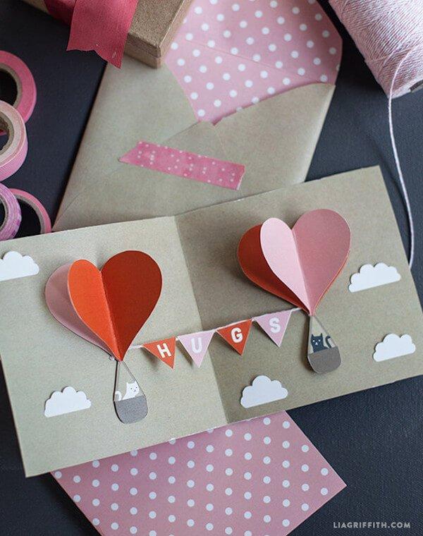 felicitaciones-para-san-valentin-de-papel-con-globo-gatitos-hugs