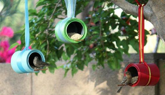 Manualidades con latas: comederos para pájaros