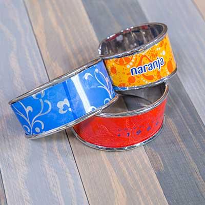 Pulseras con latas recicladas
