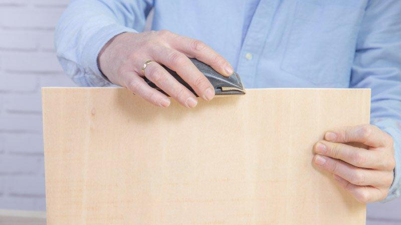 Lijado de las piezas de madera que forman el cajón