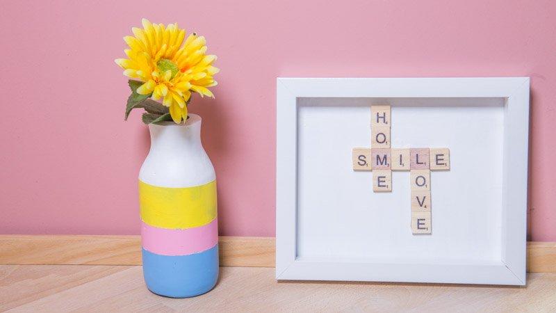 Cuadro con mensaje hecho con letras de scrabble