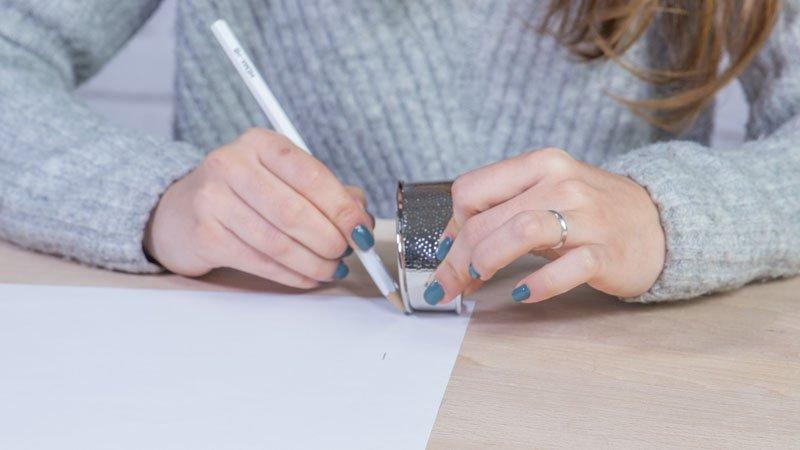 Proceso de creación de la plantilla para hacer pulseras con latas